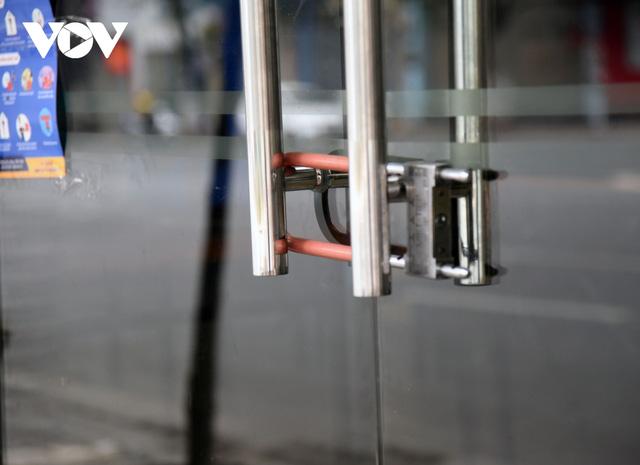 Một số quán ăn, quán cafe tại Hà Nội vẫn mở cửa bất chấp lệnh cấm  - Ảnh 7.