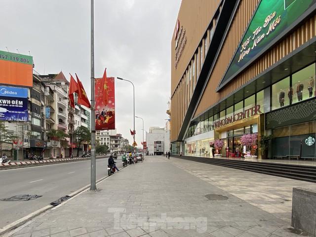 Hàng quán ở Hà Nội sau chỉ thị đóng cửa phòng dịch COVID-19 - Ảnh 7.