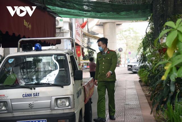 Một số quán ăn, quán cafe tại Hà Nội vẫn mở cửa bất chấp lệnh cấm  - Ảnh 9.