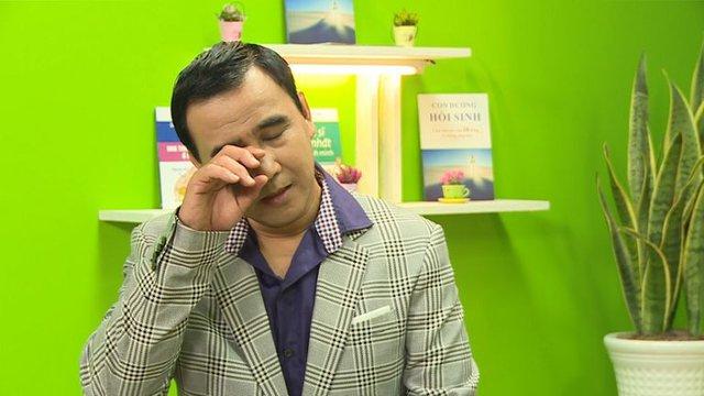 Quyền Linh - MC giàu nhất nhì showbiz Việt: Một đời lăn lộn để thoát cảnh cùng cực, thành đại gia rồi vẫn giản dị nằm đất, đi dép lào, bỏ tiền túi giúp dân nghèo - Ảnh 2.