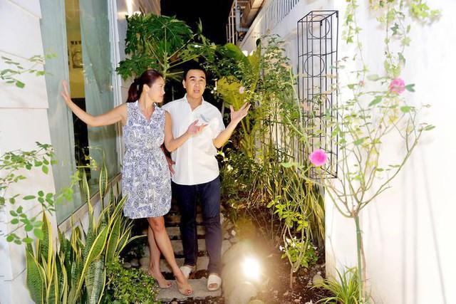 Quyền Linh - MC giàu nhất nhì showbiz Việt: Một đời lăn lộn để thoát cảnh cùng cực, thành đại gia rồi vẫn giản dị nằm đất, đi dép lào, bỏ tiền túi giúp dân nghèo - Ảnh 7.