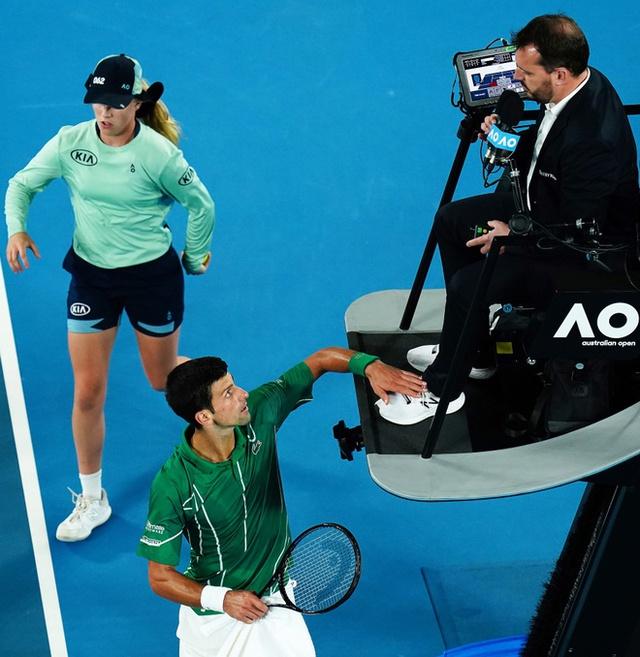 Novak Djokovic lại đập nát vợt: Hành động đáng xấu hổ khiến ngôi sao quần vợt mất điểm, thi đấu thành công nhưng luôn bị ghét bỏ - Ảnh 4.