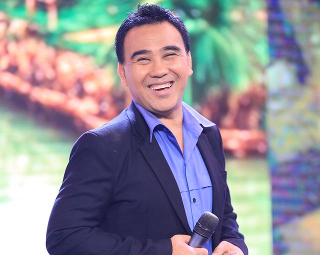 Quyền Linh - MC giàu nhất nhì showbiz Việt: Một đời lăn lộn để thoát cảnh cùng cực, thành đại gia rồi vẫn giản dị nằm đất, đi dép lào, bỏ tiền túi giúp dân nghèo - Ảnh 1.