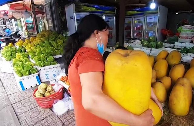 Dân mạng xôn xao loại bưởi lạ to như quả bí khổng lồ, ăn được từ vỏ đến ruột với giá lên tới 100k/kg!? - Ảnh 3.