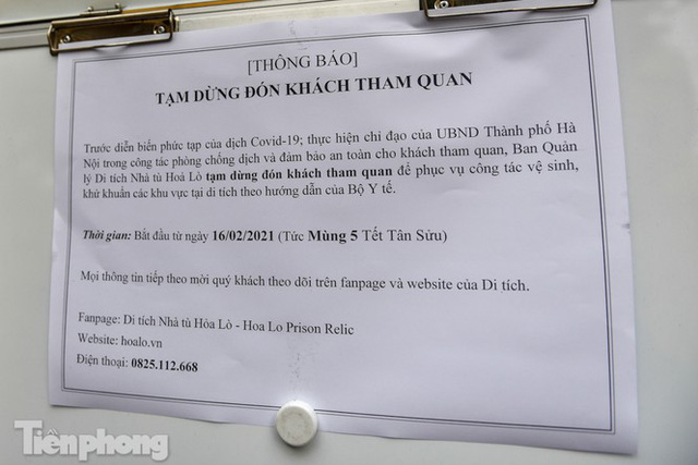 Di tích, đình chùa đóng cửa vì COVID-19, người dân Hà Nội vái vọng từ xa - Ảnh 8.