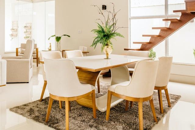 3 lưu ý giúp bạn chọn được bàn ăn phù hợp theo chuẩn phong thủy, điều số 3 cực quan trọng nhiều người bỏ qua khiến tài vận suy giảm - Ảnh 2.