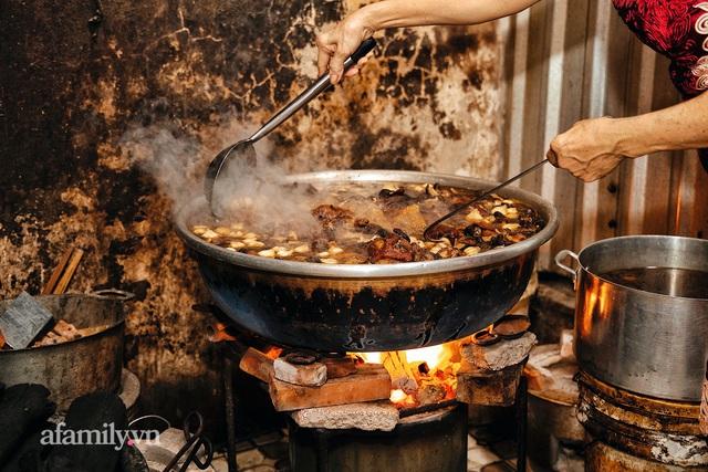 Món giò heo hầm bắc thảo hơn 50 năm của người Hoa ở Cà Mau, giá gần NỬA TRIỆU cho một chiếc giò, chỉ bán giới hạn không quá 30 phần một ngày! - Ảnh 6.