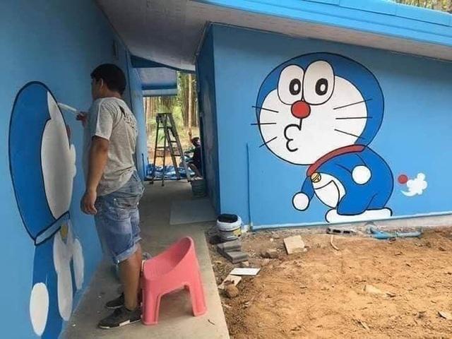 Căn nhà có gia chủ mê Doraemon khiến dân tình tranh cãi: Dễ thương hay nhố nhăng như cái vườn trẻ? - Ảnh 2.