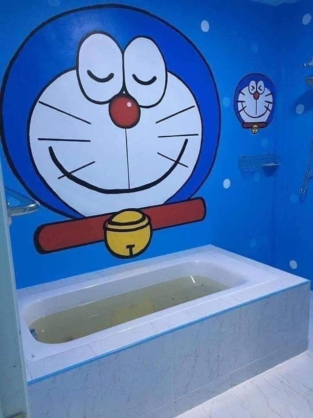 Căn nhà có gia chủ mê Doraemon khiến dân tình tranh cãi: Dễ thương hay nhố nhăng như cái vườn trẻ? - Ảnh 4.