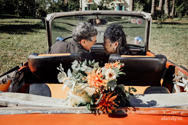Bộ ảnh kỉ niệm 47 năm ngày cưới càng ngắm càng thấy tình của cặp đôi U80 tại Đà Lạt, khiến ai cũng ước ao có một tình yêu trọn đời ngát xanh - Ảnh 2.