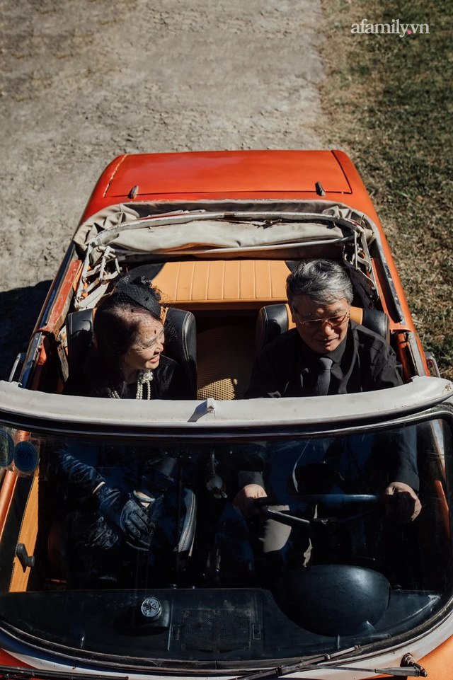 Bộ ảnh kỉ niệm 47 năm ngày cưới càng ngắm càng thấy tình của cặp đôi U80 tại Đà Lạt, khiến ai cũng ước ao có một tình yêu trọn đời ngát xanh - Ảnh 14.