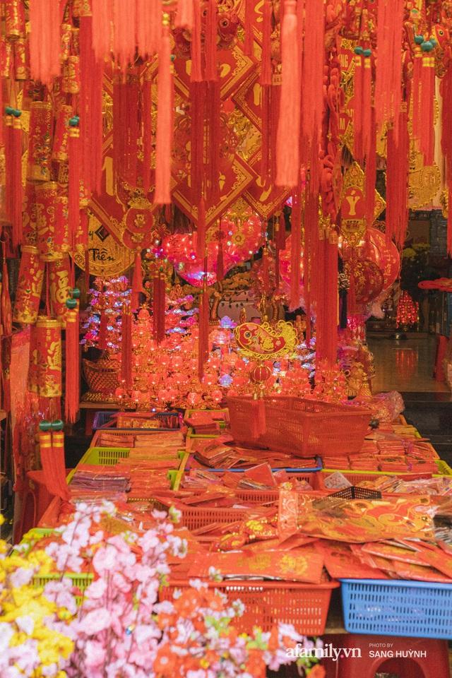 Hà Nội có Hàng Mã thì Sài Gòn cũng có phố Hải Thượng Lãn Ông - nơi bán đồ trang trí Tết rực rỡ nhất quận 5, đẹp như một Hong Kong thu nhỏ - Ảnh 16.