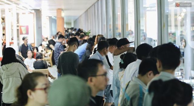 Chùm ảnh: Hình ảnh trái ngược ở ga quốc tế Tân Sơn Nhất trong năm nay và năm trước dịp gần Tết Nguyên đán - Ảnh 19.
