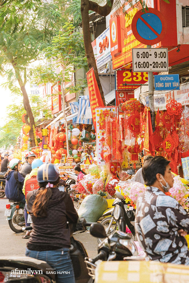 Hà Nội có Hàng Mã thì Sài Gòn cũng có phố Hải Thượng Lãn Ông - nơi bán đồ trang trí Tết rực rỡ nhất quận 5, đẹp như một Hong Kong thu nhỏ - Ảnh 3.