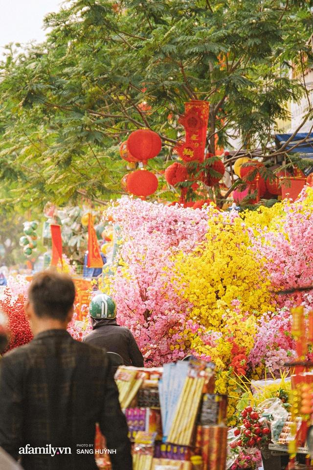 Hà Nội có Hàng Mã thì Sài Gòn cũng có phố Hải Thượng Lãn Ông - nơi bán đồ trang trí Tết rực rỡ nhất quận 5, đẹp như một Hong Kong thu nhỏ - Ảnh 21.