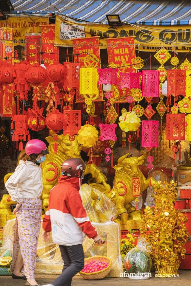 Hà Nội có Hàng Mã thì Sài Gòn cũng có phố Hải Thượng Lãn Ông - nơi bán đồ trang trí Tết rực rỡ nhất quận 5, đẹp như một Hong Kong thu nhỏ - Ảnh 28.