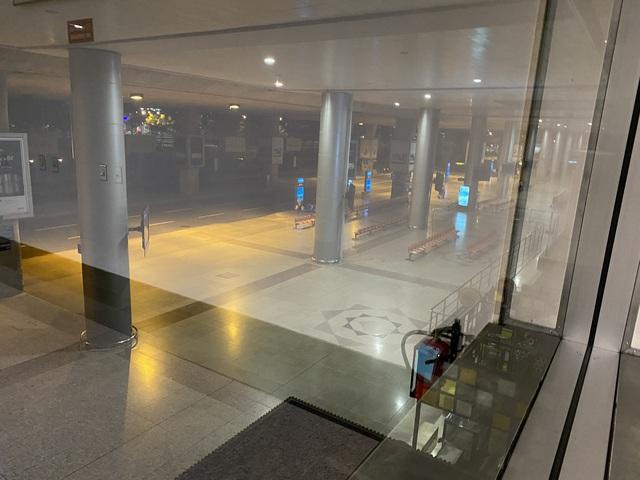 Chùm ảnh: Hình ảnh trái ngược ở ga quốc tế Tân Sơn Nhất trong năm nay và năm trước dịp gần Tết Nguyên đán - Ảnh 4.