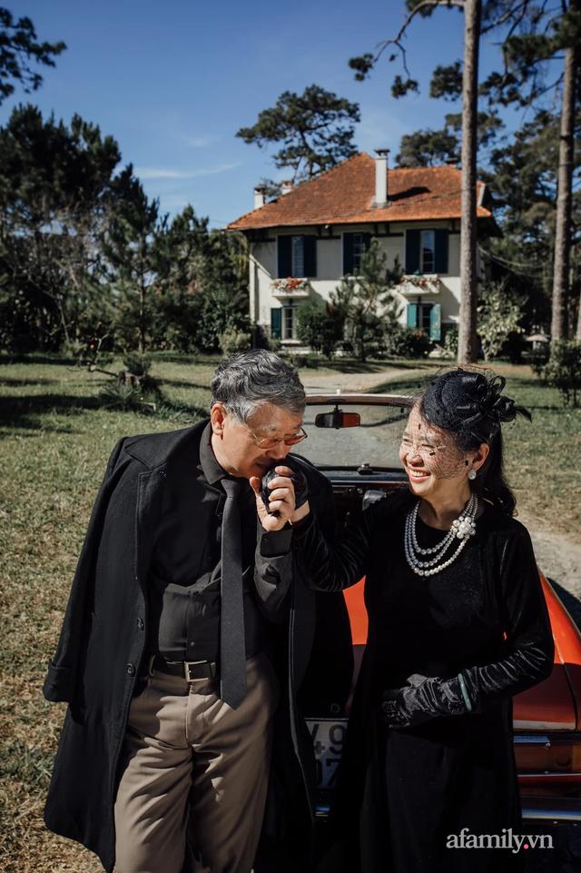 Bộ ảnh kỉ niệm 47 năm ngày cưới càng ngắm càng thấy tình của cặp đôi U80 tại Đà Lạt, khiến ai cũng ước ao có một tình yêu trọn đời ngát xanh - Ảnh 4.