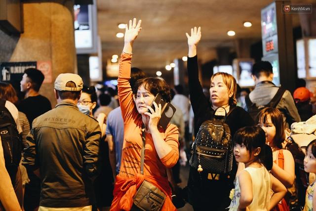 Chùm ảnh: Hình ảnh trái ngược ở ga quốc tế Tân Sơn Nhất trong năm nay và năm trước dịp gần Tết Nguyên đán - Ảnh 5.