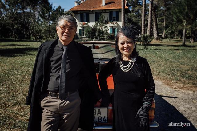 Bộ ảnh kỉ niệm 47 năm ngày cưới càng ngắm càng thấy tình của cặp đôi U80 tại Đà Lạt, khiến ai cũng ước ao có một tình yêu trọn đời ngát xanh - Ảnh 5.
