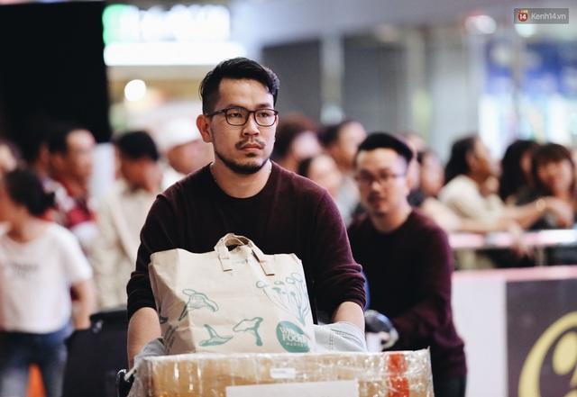 Chùm ảnh: Hình ảnh trái ngược ở ga quốc tế Tân Sơn Nhất trong năm nay và năm trước dịp gần Tết Nguyên đán - Ảnh 9.