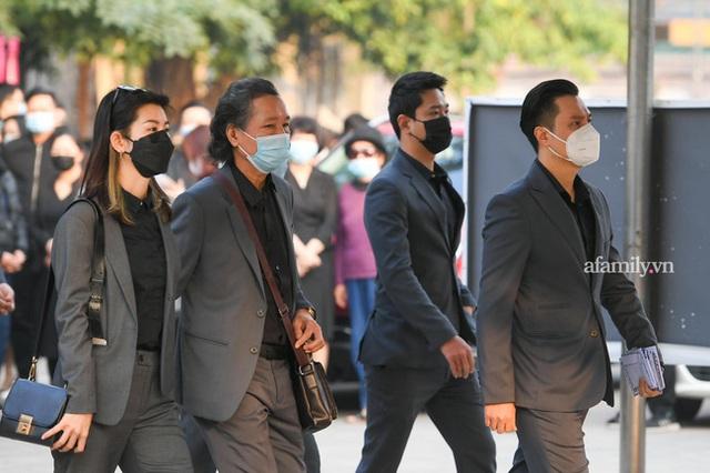 Tang lễ NSND Hoàng Dũng: Các nghệ sĩ Việt có mặt từ sớm để tiễn đưa cố nghệ sĩ lần cuối - Ảnh 1.