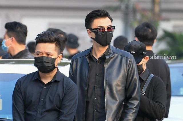 Tang lễ NSND Hoàng Dũng: Các nghệ sĩ Việt có mặt từ sớm để tiễn đưa cố nghệ sĩ lần cuối - Ảnh 19.