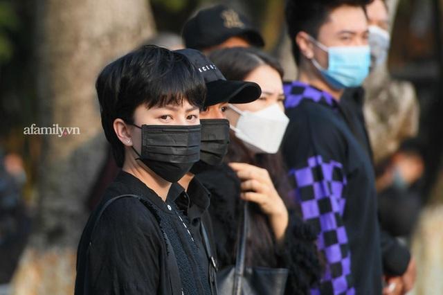 Tang lễ NSND Hoàng Dũng: Các nghệ sĩ Việt có mặt từ sớm để tiễn đưa cố nghệ sĩ lần cuối - Ảnh 20.