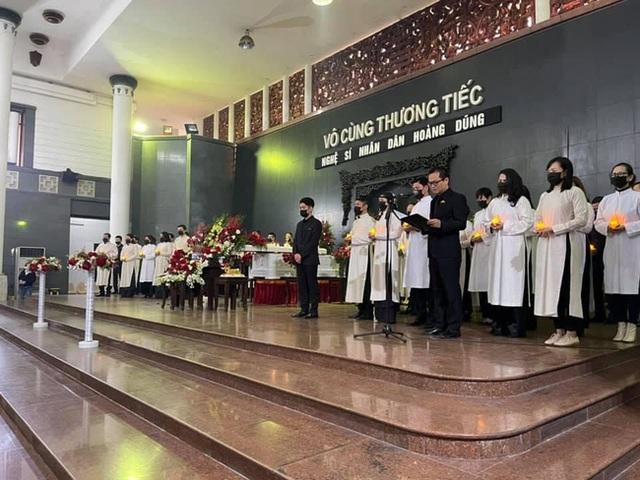 Tang lễ NSND Hoàng Dũng: Các nghệ sĩ Việt có mặt từ sớm để tiễn đưa cố nghệ sĩ lần cuối - Ảnh 28.