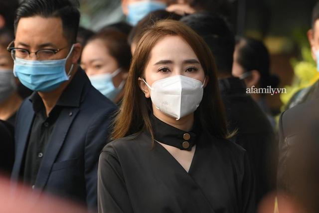Tang lễ NSND Hoàng Dũng: Các nghệ sĩ Việt có mặt từ sớm để tiễn đưa cố nghệ sĩ lần cuối - Ảnh 4.