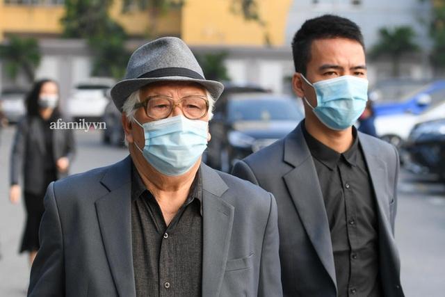 Tang lễ NSND Hoàng Dũng: Các nghệ sĩ Việt có mặt từ sớm để tiễn đưa cố nghệ sĩ lần cuối - Ảnh 7.