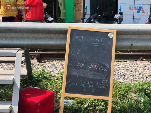 Người Hà Nội đội nắng, nườm nượp đến giải cứu nông sản cho nông dân Hải Dương: 15 tấn rau bán hết veo trong vòng vài tiếng - Ảnh 10.
