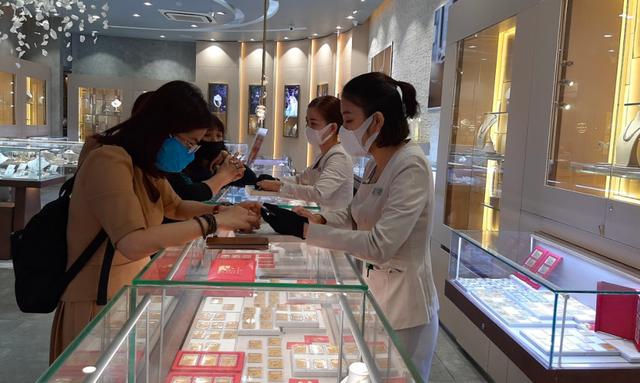 Thị trường vàng Châu Á sôi động nhờ giá giảm - Ảnh 1.
