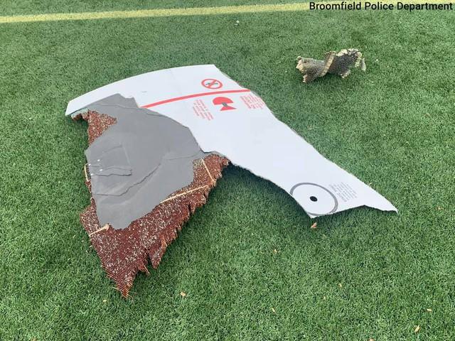 Mảnh động cơ máy bay Boeing 777 rơi trúng khu nhà dân, phép màu khi không ai bị thương - Ảnh 4.