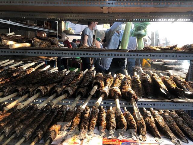 Phố cá lóc nướng ở TPHCM cháy hàng ngày vía Thần tài - Ảnh 12.