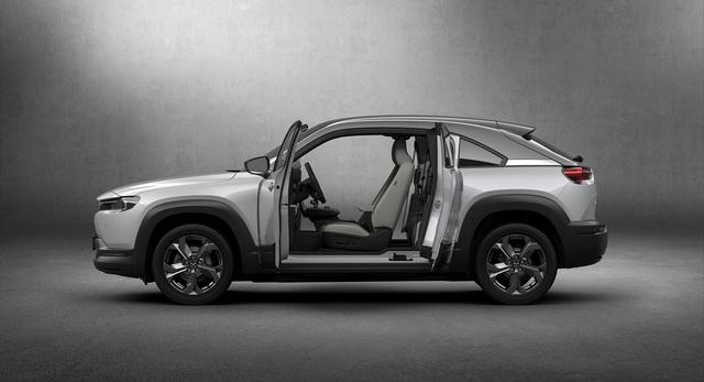 Báo Mỹ: Vượt qua BMW, Mazda là thương hiệu xe số 1 trong năm 2020 - Ảnh 1.