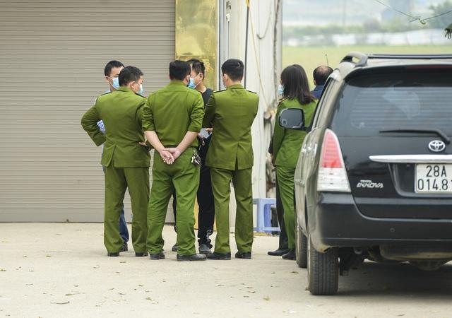 Hiện trường vụ truy sát 3 người chết, 5 người bị thương ở Hòa Bình - Ảnh 6.