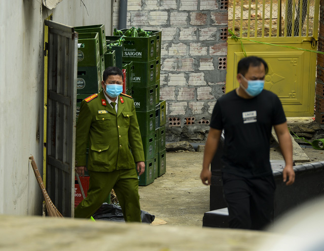 Hiện trường vụ truy sát 3 người chết, 5 người bị thương ở Hòa Bình - Ảnh 8.