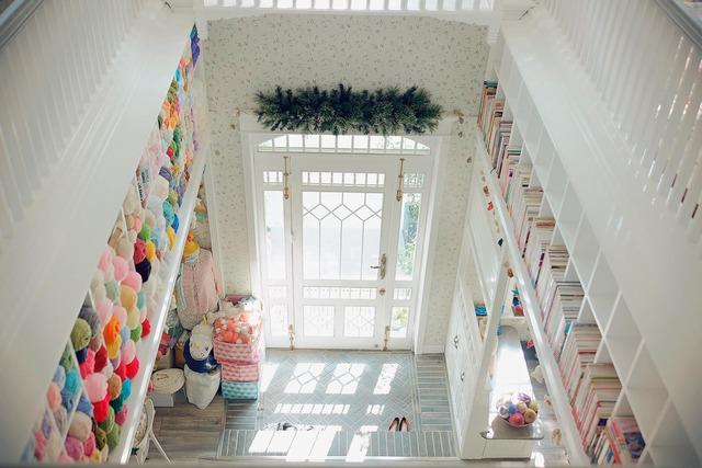 Ngôi nhà mộng mơ đẹp như phim ảnh của cặp vợ chồng trẻ Sài Gòn - Ảnh 3.