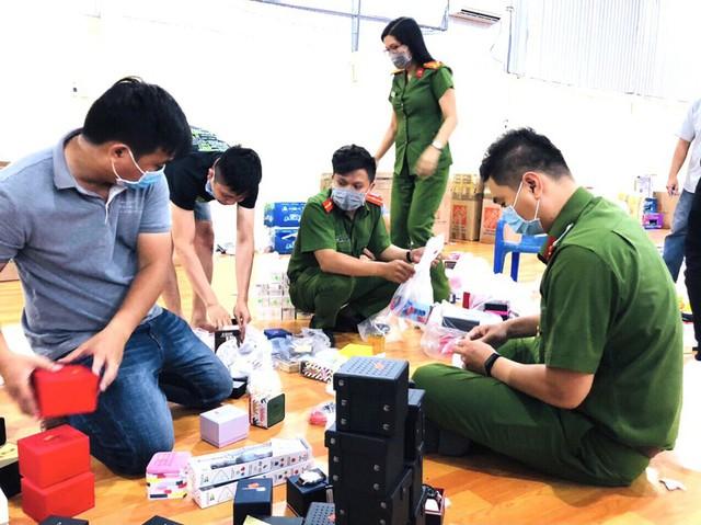 Phát hiện kho hàng khủng các thương hiệu nổi tiếng thế giới chuyển từ Mỹ về Việt Nam - Ảnh 3.