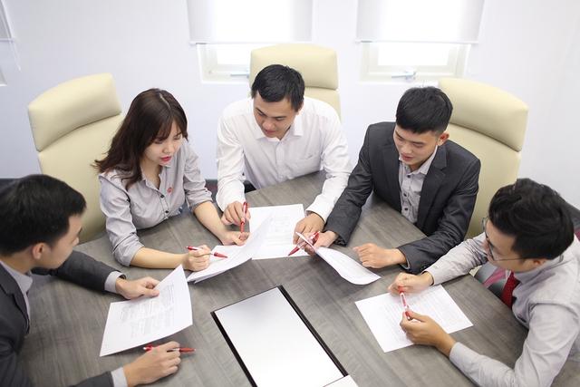 Yếu tố sống còn giúp các doanh nghiệp thu hút và giữ chân người tài: 74% lao động đều quan tâm, ngay cả nhân sự cấp cao cũng coi trọng hàng đầu - Ảnh 2.