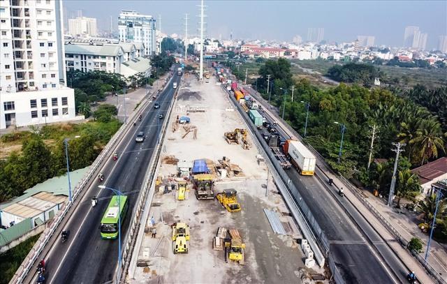 Năm 2021, khởi công nhiều dự án hạ tầng giao thông trọng điểm tại Tp.HCM - Ảnh 1.