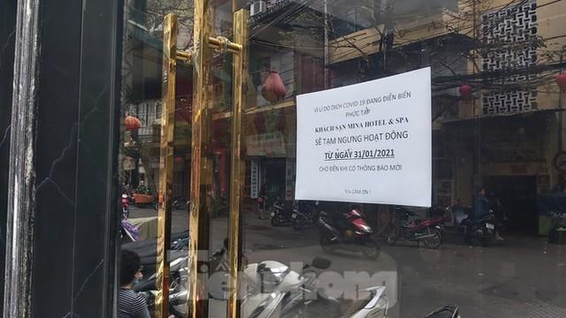 Hàng loạt khách sạn, cửa hàng Hà Nội treo biển cho thuê sau Tết - Ảnh 2.
