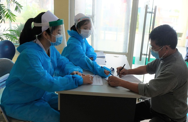 Nguyên nhân tử vong của người đàn ông sốt cao nhiều ngày sau khi về từ TP HCM - Ảnh 2.