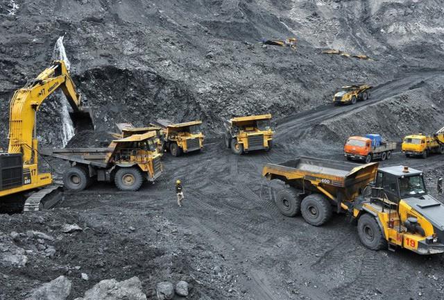 Triệt phá đường dây than lậu cực lớn, tạm giữ 50 người và thu hơn 100.000 tấn than  - Ảnh 1.