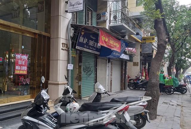 Hàng loạt khách sạn, cửa hàng Hà Nội treo biển cho thuê sau Tết - Ảnh 3.