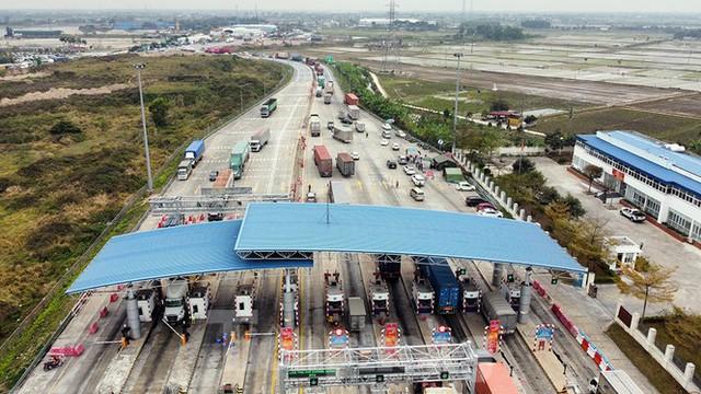 Xe tải, container nối đuôi hàng km trên cao tốc Hà Nội - Hải Phòng chờ khai báo y tế  - Ảnh 5.