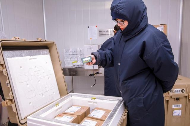 Bên trong kho đông lạnh -86 độ C chứa lô vắc-xin Covid-19 đầu tiên - Ảnh 5.