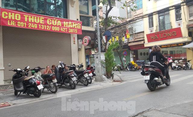 Hàng loạt khách sạn, cửa hàng Hà Nội treo biển cho thuê sau Tết - Ảnh 5.