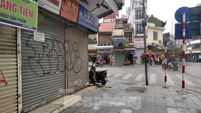 Hàng loạt khách sạn, cửa hàng Hà Nội treo biển cho thuê sau Tết - Ảnh 6.